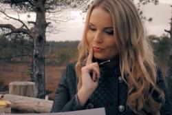Dziedātāja Laura Raila izdod jaunu, romantisku dziesmu un klipu.