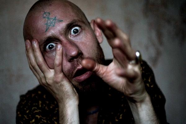 """Imants Daksis publicē videoklipu """"Idiots"""" un aicina uz koncertu Palmu mājā"""
